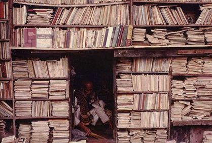 cramped-bookstore-calcutta